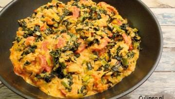 Eenpansgerecht met zilvervliesrijst, salami, cavelo nero en prei