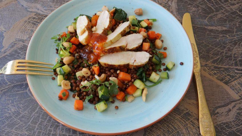 Lauwwarme salade met kip tandoori