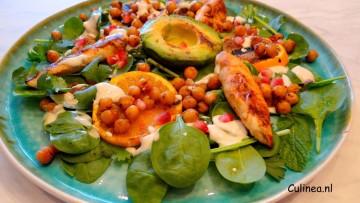 Citroenkip met gegrilde kikkererwten, sinaasappel en avocado