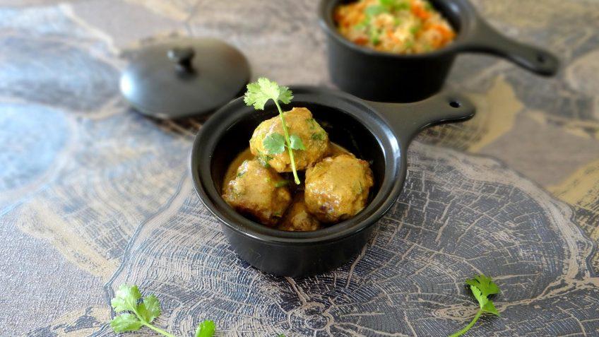 Gehaktballetjes in Maleisische currysaus met pilafrijst