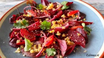 Rode salade met bietjes, bloedsinaasappel en linzen
