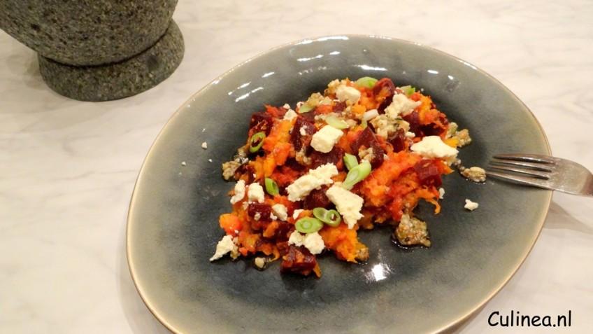 Zoete aardappel pastinaak bietenstamppot met dukkah pesto