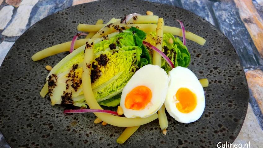 Salade met boterboontjes en zwarte knoflookdressing