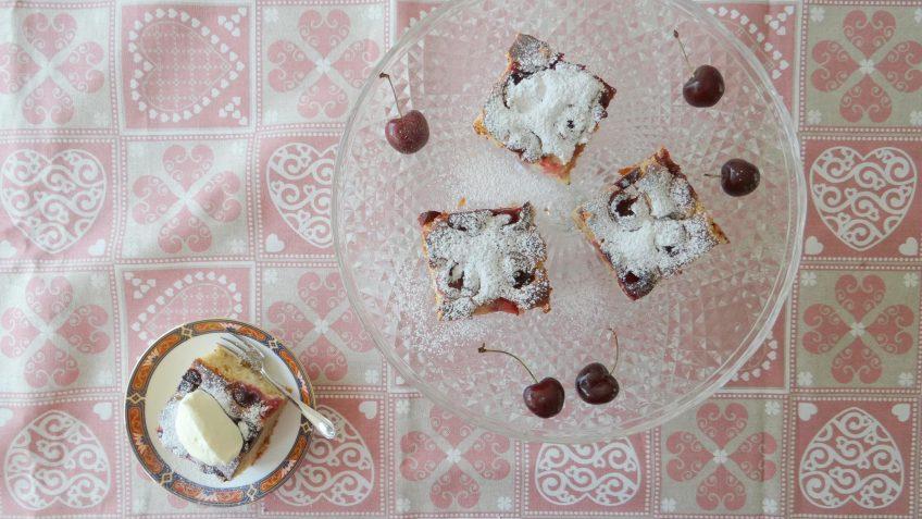Yoghurt kersen cake