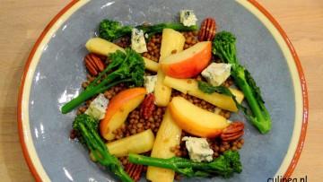 Warme salade van pastinaak, linzen, bimi, appel en blauwe kaas