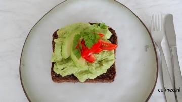 Geroosterde boterham met green goddess avocado