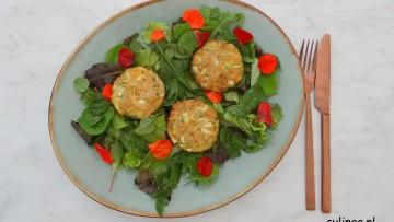 Kip en courgetteburgertjes op kruidensla