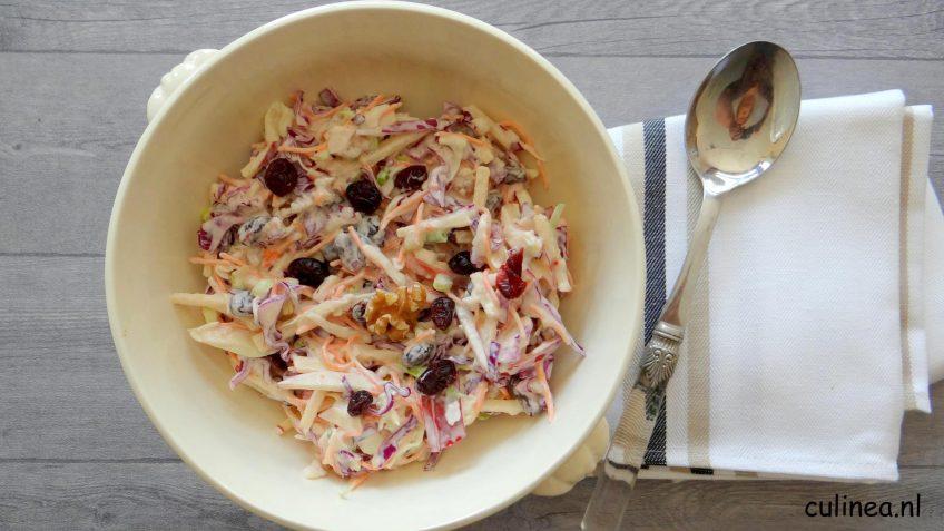 Koolsla met walnoten en cranberry's