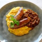 Pompoenpuree met braadworst en uienjus
