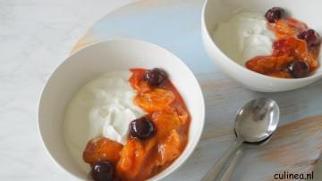 Griekse yoghurt met abrikozencompote