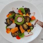 Zwarte rijstsalade met pompoen en aubergine