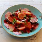 Salade met gerookte eendenborst, chioggia en vijgen
