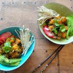 Pokebowl met zalm, enoki en avocado