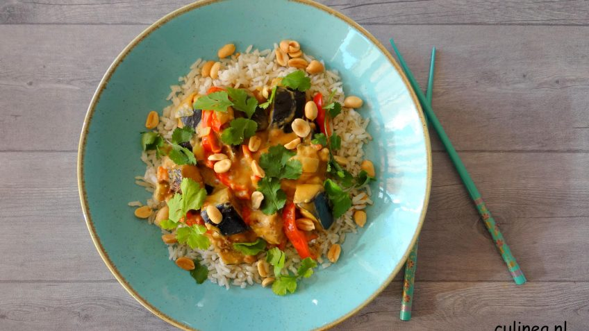 Aubergine curry met zilvervliesrijst