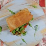 Broodje met gebakken paprika en paddenstoelen