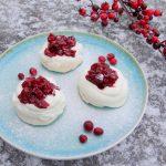 Pavlova met Cranberry compote