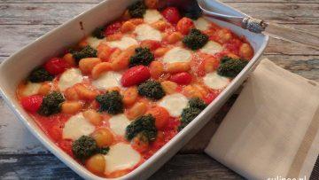 Gnocchi met tomaatjes, mozzarella en boerenkoolpesto
