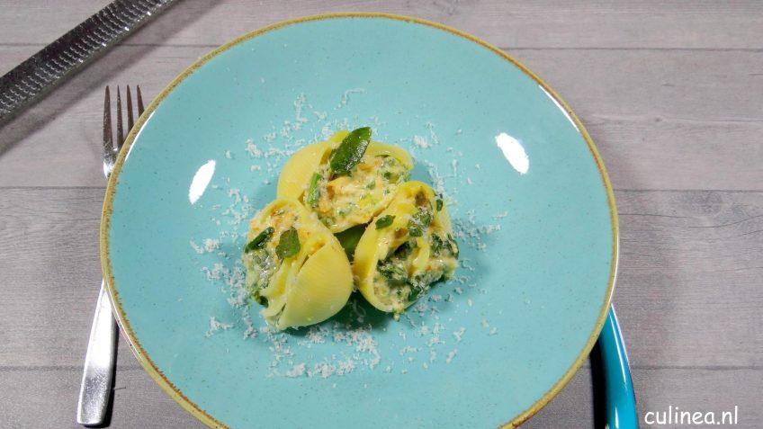 Pastaschelpen gevuld met spinazie en pompoen