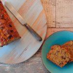 Zoete aardappelcake met rozijnen en pecannoten