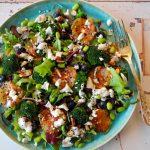 Salade van broccoli, bloedsinaasappel en feta