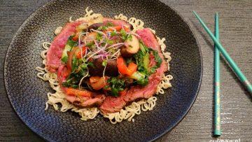 Thaise bief met paksoy, shiitake en paprika