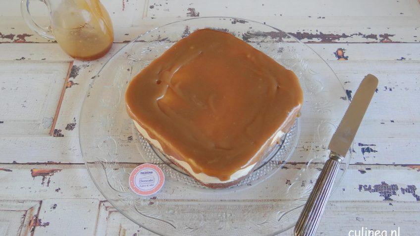 Cheesecake met pindakaas en gezouten karameltopping