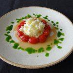 Tomaatjes in honing met yoghurtgranité en basilicumsiroop