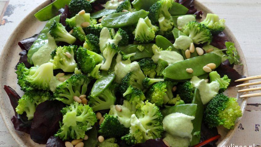 Broccoli en peultjes salade met green goddess dressing