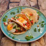 Cordita's gevuld met shoarma, kikkererwten en gebakken ei