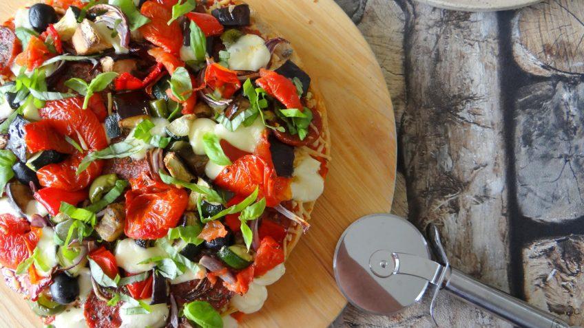 Turks brood pizza met gegrilde groenten
