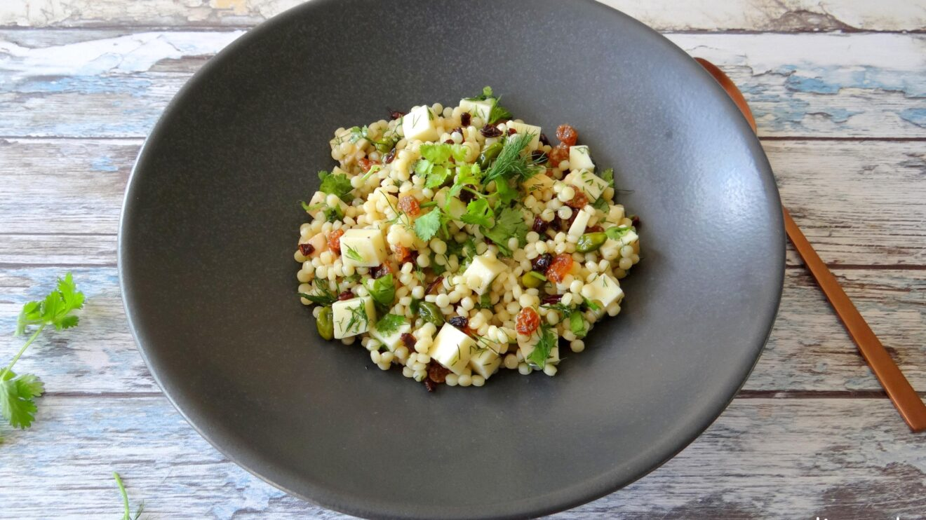 Parelcouscous salade met citroen en verse kruiden