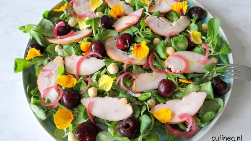 Salade met gerookte kip en kersen