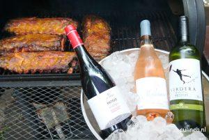 Genieten van de barbecue met wijn