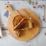 Tosti met groene aspergetips en Taleggio kaas