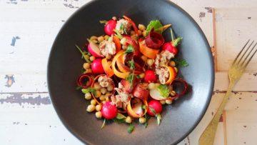 Salade met Mediterrane boontjes mix, wortel en radijsjes