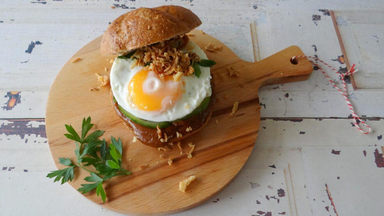 Saté kip-groenteburgers