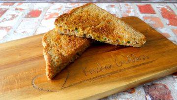 Tosti met tonijn en cheddar kaas
