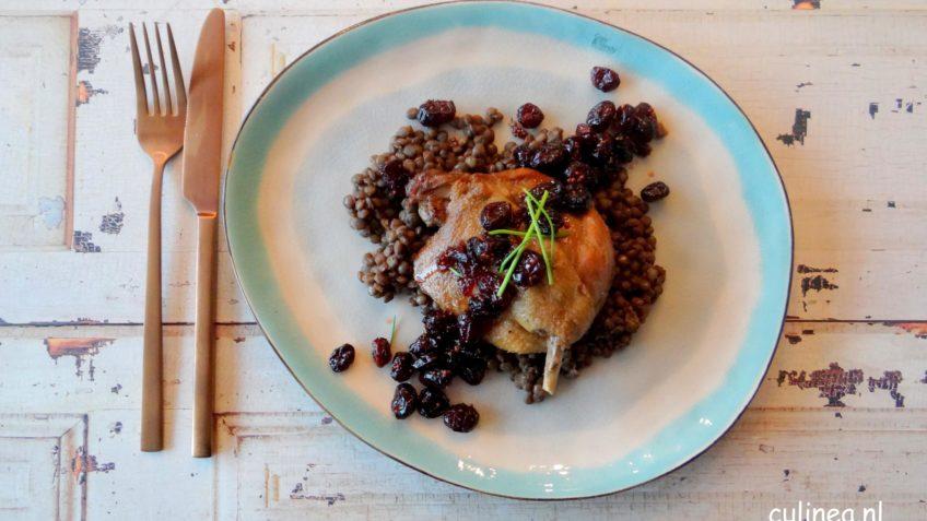 Gekonfijte eendenbout met linzen en cranberries