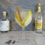Gin en Tonic met peer, gember en kaneel
