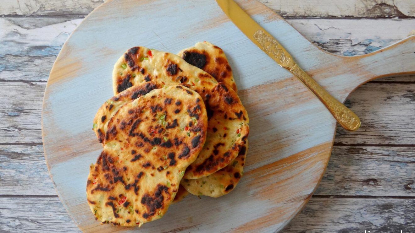 Pittig koriander knoflook naanbrood