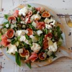 Salade met burraCoburger en verse vijgen