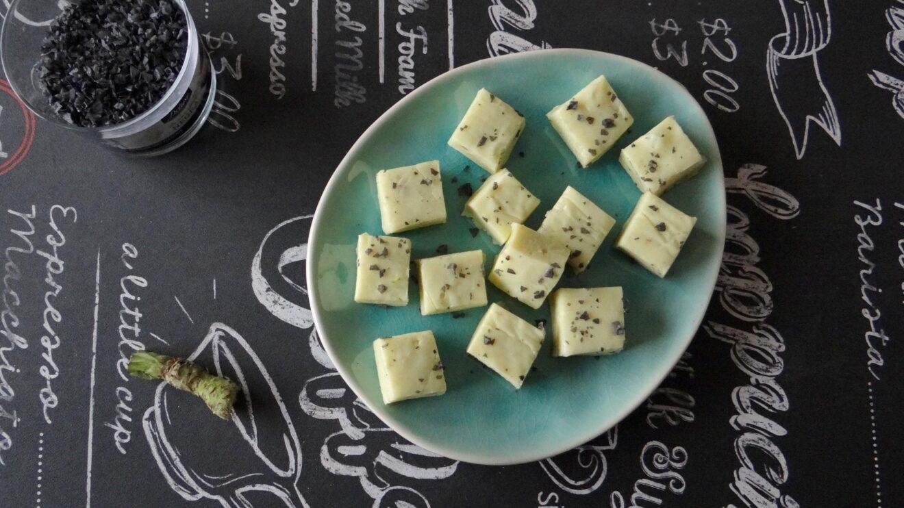 Witte chocolade fudge met wasabi en zwart zout