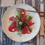 Gerookte tonijnsalade met grapefruit en olijven
