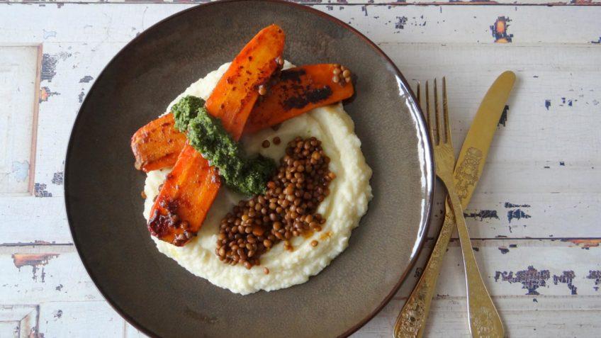 Miso wortelen met knolselderijpuree en groene chutney