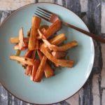 Pastinaak frietjes met een pittige dressing