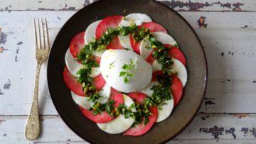 Rode appel en knolselderijsalade met burrata