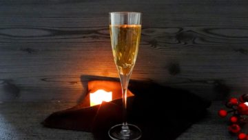 Sparkling Gold Champagne Cocktail