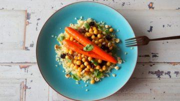 Bulgur met kikkererwten en geglaceerde wortelen