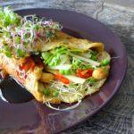 Chinese omeletwrap met erwtjes en bamboescheuten