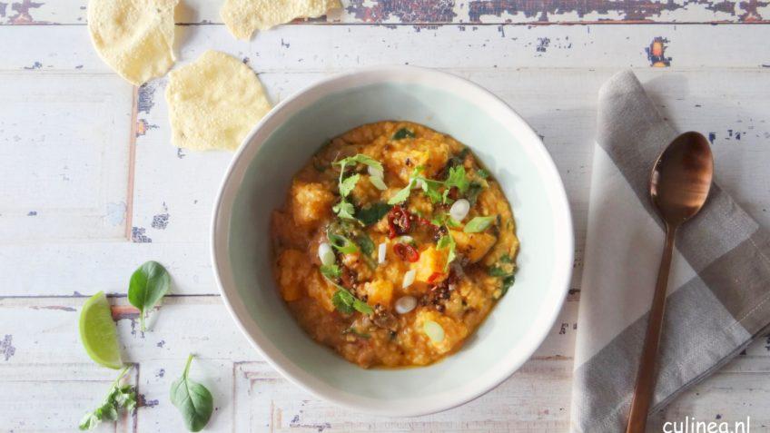 Dhal met pompoen, spinazie en tomaten